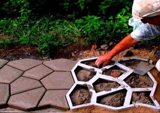 Как сделать дорожки в саду из формы для дорожек