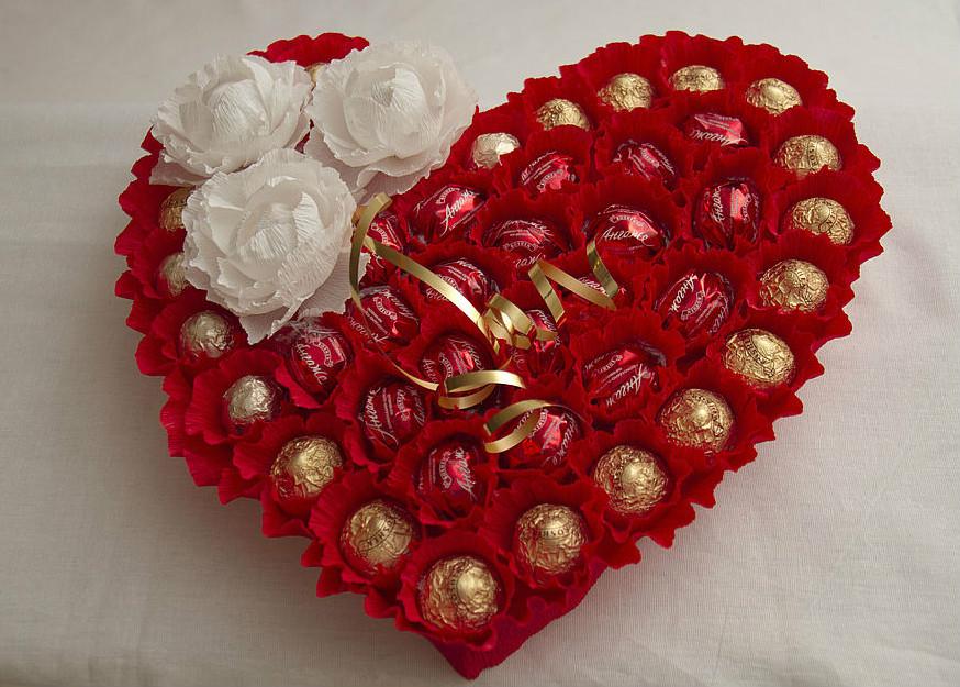 Как сделать букет сердце из конфет своими руками
