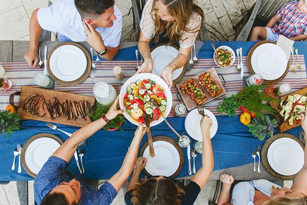 Барбекю-вечеринка баня с верандой и барбекю из оцилиндрованного бревна