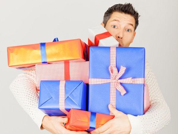 Как оригинально вручить подарки коллегам на 23 февраля 2020 года?