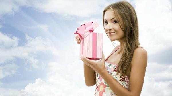 Что подарить девушке на 18 лет идеи для всех случаев