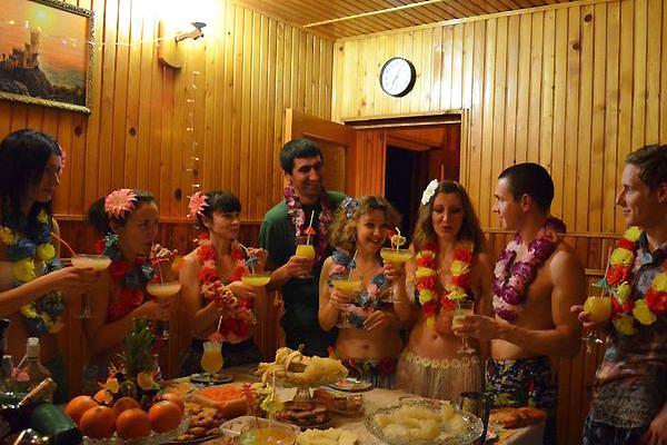 Одна, фото вечеринка в русской бане