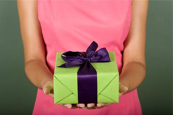 037691bc2c626 ... от подруги или друга поднимет настроение любой девушки, даже если она  уже получила поздравления от своего любимого человека. Что можно подарить  подруге ...